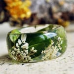 Eco-friendly Christmas gifts are perfect for treehuggers and non-treehuggers alike! Check out this botanical resin ring for the jewelry lover on your list.