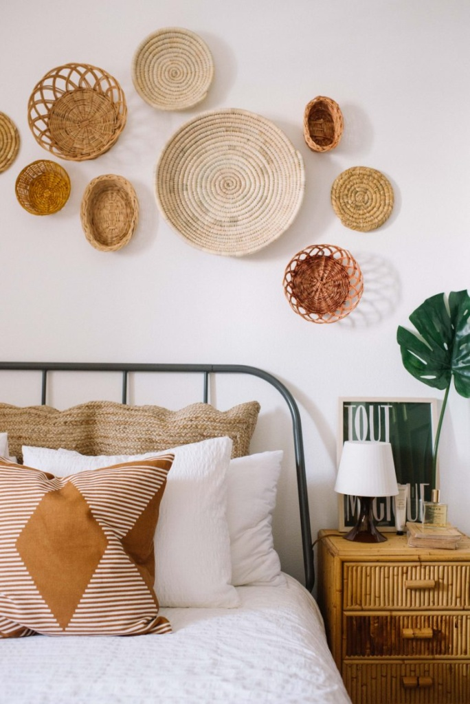 If you love the look of a boho bedroom like this one by @emilyjanelathan, check out a bohemian bedroom decor shopping guide on Of Houses and Trees - featuring eco-conscious items from ethical marketplace Made Trade.