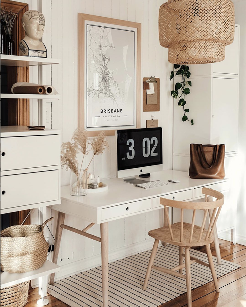 Want to create a minimalist home office like this one by @brookandpeony? Check out this shopping guide on Of Houses and Trees - featuring eco-conscious home office decor items from Etsy.